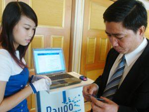 Thanh toán điện tử ngày càng mở rộng giúp người tiêu dùng có thể mua hàng bất cứ nơi đâu.