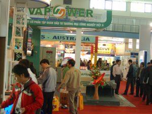 Nhu cầu phát triển điện năng ở Việt Nam đã kéo theo thị trường cung cấp thiết bị điện sôi động (ảnh: Hoàng Mạnh)