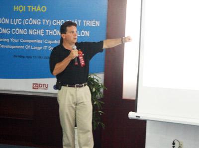 GS Anthcny Lattanze, diễn giả chính tại các cuộc hội thảo trong khuôn khổ Festival Tin học 2009 Ảnh: HC