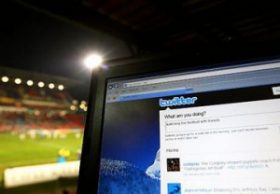 Tweeter đang là biểu tượng thành công của web thời gian thực và trở thành đối thủ mới của Google trong mảng tìm kiếm. Ảnh Businessweek.com