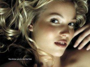 Những quảng cáo ôtô gợi cảm
