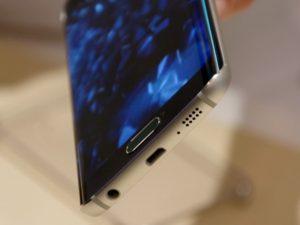 Có phải Galaxy S7 sẽ có mặt lưng cong và cổng USB-C?